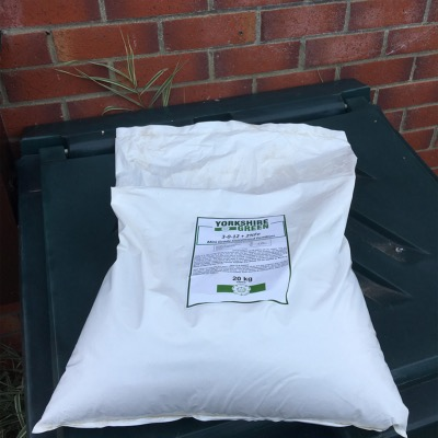 Yorkshire Green Autumn Lawn Feed 3-0-12+2% FE_20kg